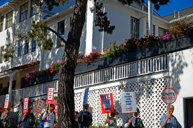 pine-inn-carmel-hotel-protest-june-20-2012-12.jpg