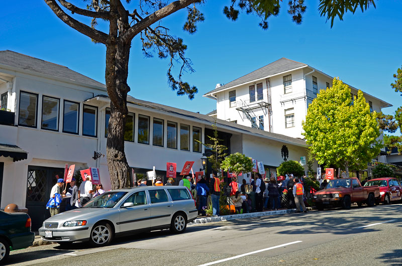 pine-inn-carmel-hotel-protest-june-20-2012-6.jpg