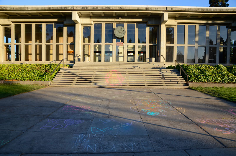 chalkupy-occupy-santa-cruz-court-house-august-8-2012-21.jpg