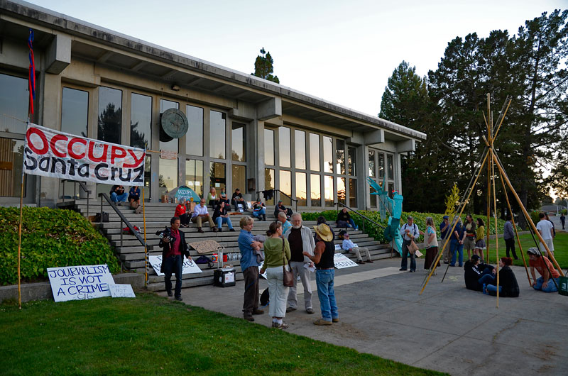 ed-frey-vigil-occupy-santa-cruz-court-house-august-7-2012-12.jpg