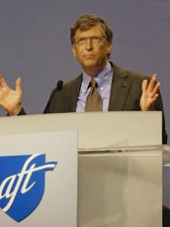 gates_at_aft_2010_convention.jpg