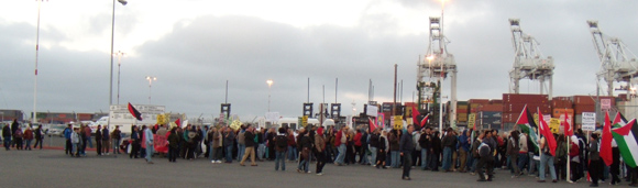 2010_picket_of_israeli_ship_at_port_of_oakland.jpg