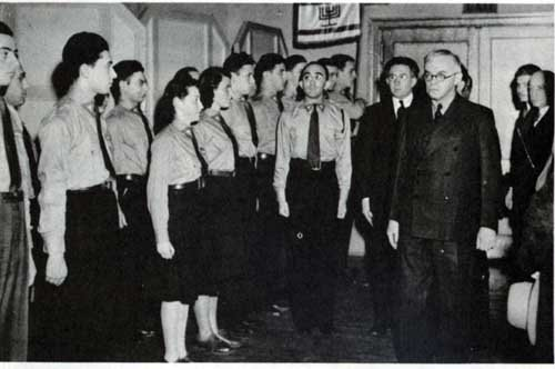beitar_youth_with_jabotinsky.jpg