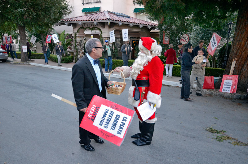 santa-claus-la-playa-christmas-carmel-by-the-sea-december-20-2012-4.jpg