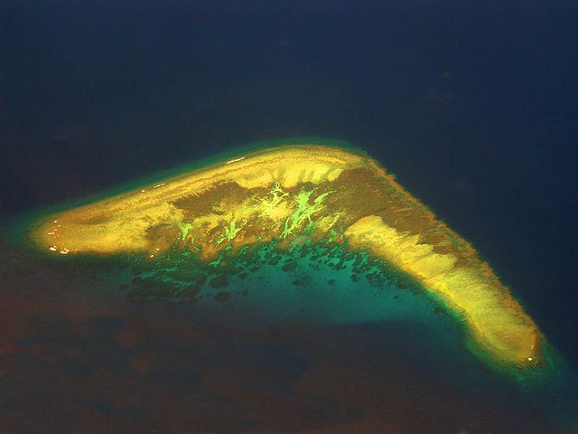 20121228_coral_atoll_south_china_sea.jpg