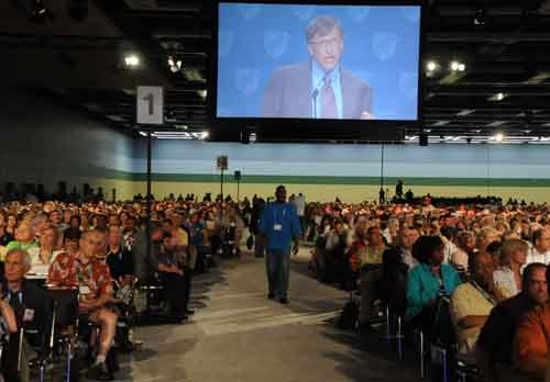 weingarter__randi_aft_pres_invited_union_buster_privatizer_gates_to_2010_convention.jpg