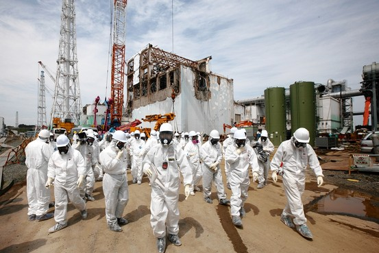 japan_fukushima_workers_with_masks.jpg
