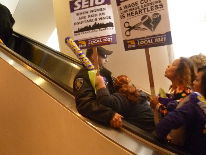 800_seiu1021_workers_on_elevator2-14-13.jpg original image ( 3648x2736)