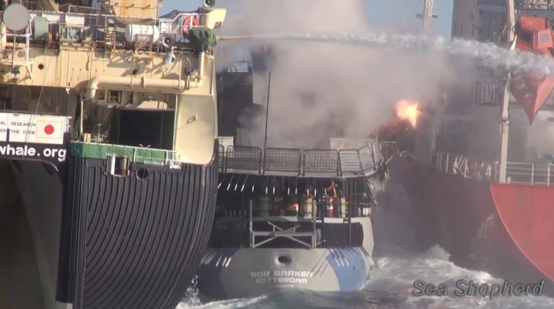 800_20130225_concussion_grenade_explodes_on_fuel_tanker.jpg original image ( 960x536)