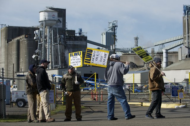 ilwu_local_4_picket_united_grain.jpg
