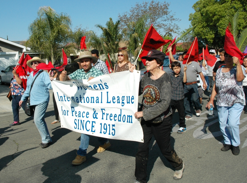 800_wilpf_in_ufw_march.jpg original image (2353x1750)