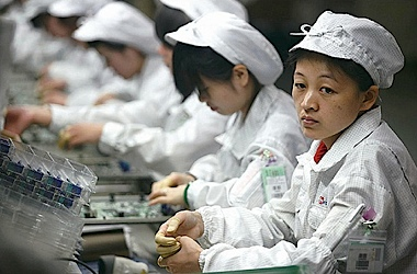 apple_iphone_factory_workers_380px.jpg