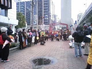 japan_osaka_prostest_against_jailing_of_anti-nuclear_professor_shimoji_and_activists12-24-12.jpg