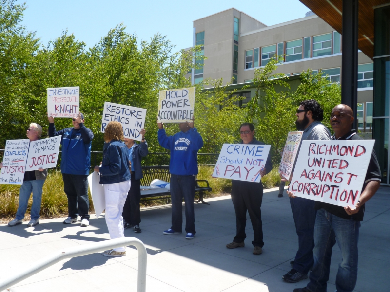 800_richmond_workers_protest_at_cc_da__22crime_should_not_pay_22.jpg