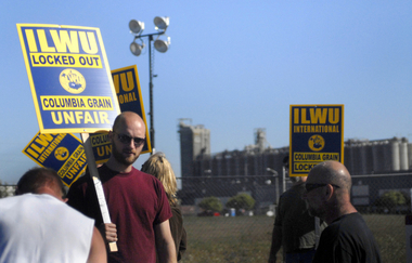 ilwu_8_picket_of_united_grain_in_portland.jpg