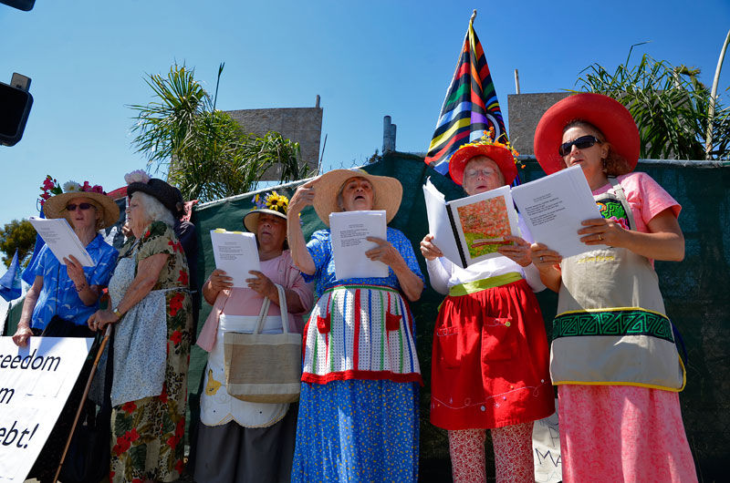 raging-grannies-independence-day-santa-cruz-july-4th-2013-16.jpg