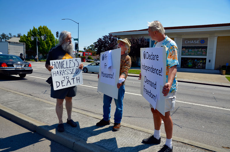 traffic-median-homeless-harassed-to-death-independence-day-santa-cruz-july-4th-2013-19.jpg