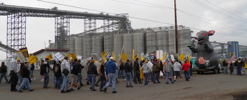 ilwu_21egt_mass_picket.jpg