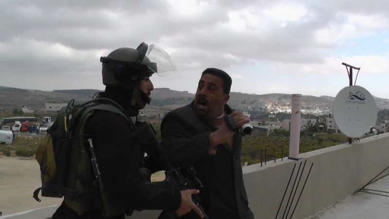 800_ahmed-abu-hashem-threaten-by-soldier-2013.jpg