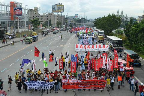 2013-sona-philippines-union-workers-protest.jpg