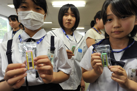 japan_fukushima_children_testers.jpg