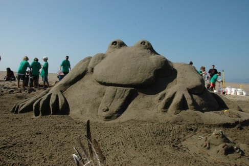 leap-916-1-sandcastle-giant-frog.jpg