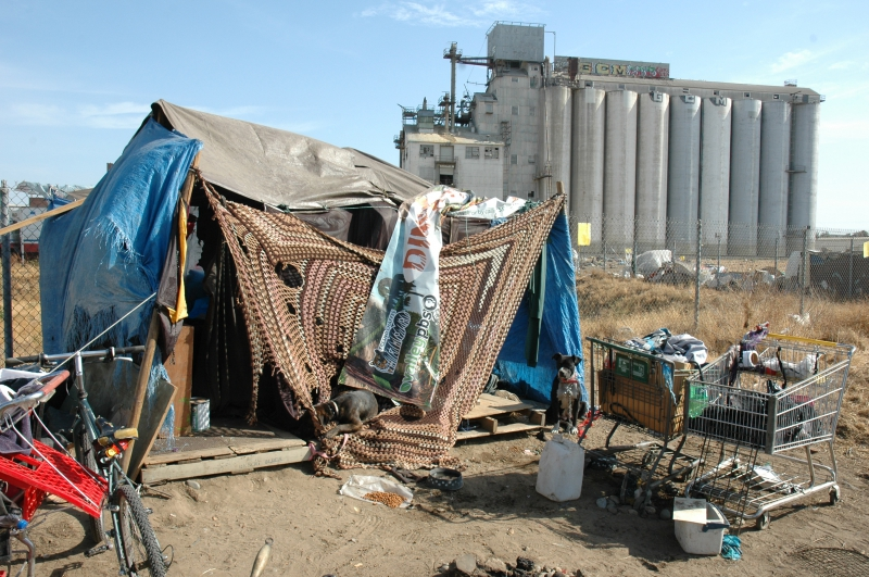 800_shelter_near_the_grain_silo_encampment.jpg
