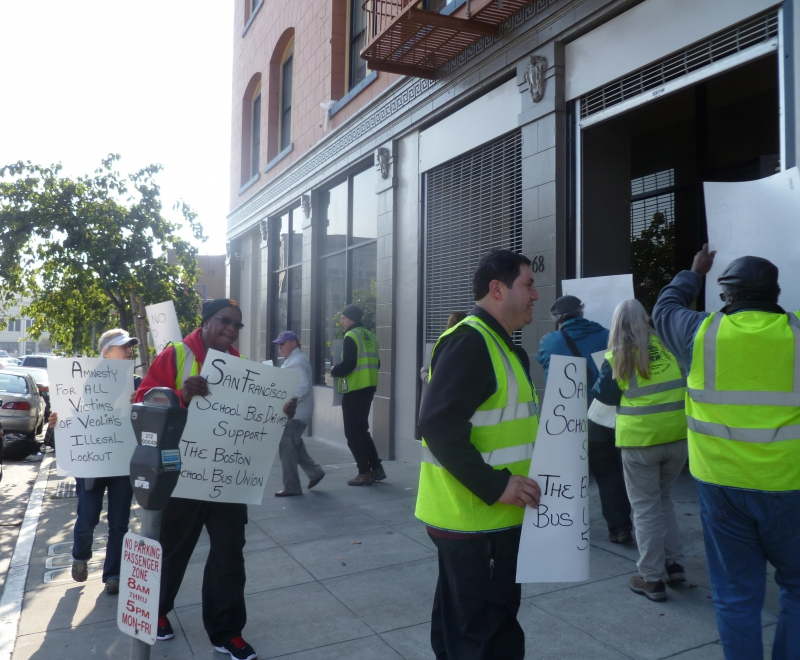 800_veolia_picket_in_sf.jpg