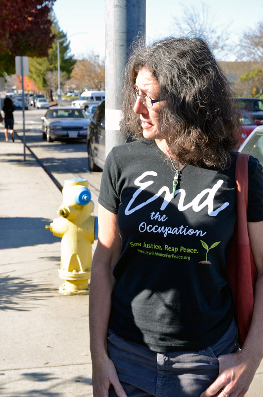 sodastream-black-friday-protest-capitola-mall-november-29-2013-6.jpg