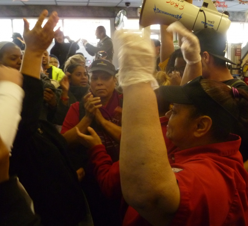 800_fastfood_mcdonalds_worker_on_strike_in_oakland12-5-12.jpg original image (2105x1920)