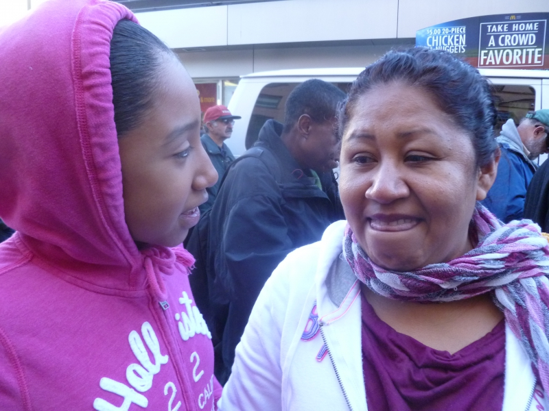 800_fastfood_worker_fired_at_jack_in_the_box_with_her_daughter12-5-13.jpg