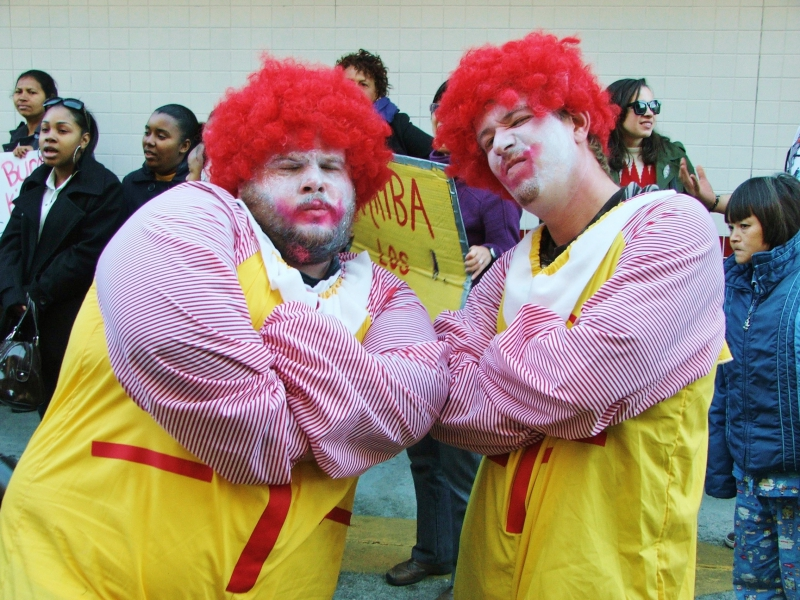 800_twin_ronald_mcdonalds_aren_t_happy.jpg