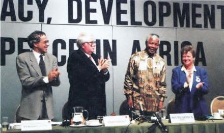 1995-nelson-mandela-cape-town-socialist-international.jpg