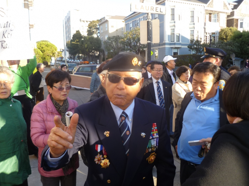 800_korean__22general_22_at_sf_korean_consulate.jpg