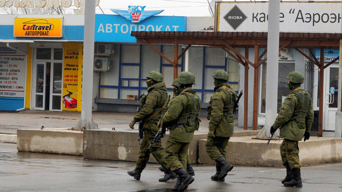 armed-men-airport-crimea.si.jpg