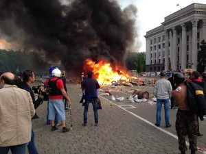 maidan-2-may-odessa-antimaidan-burning-by-city-hall-300x225.jpg