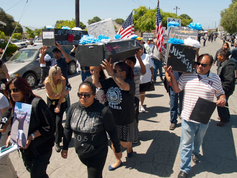 salinas_10_carrying-coffins_5-25-14.jpg