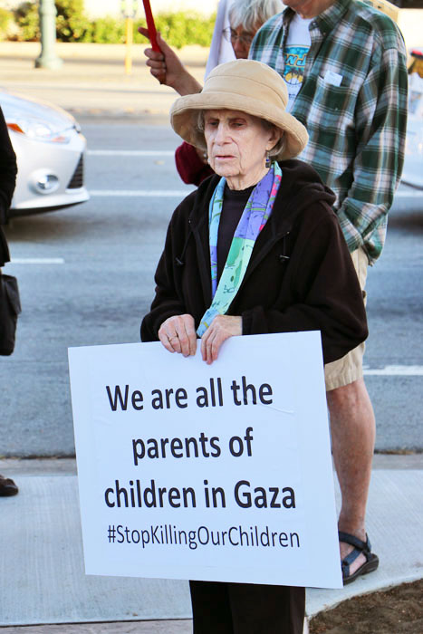 gaza-vigil-santa-cruz-interfaith-august-1-2014-5.jpg