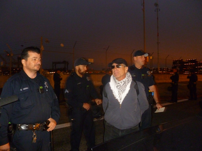 800_zim_oakland_police_arrest_picket.jpg