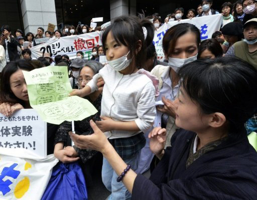 japan_fukushima-protest-radiation-danger-to-children-by-yoshikazu-tsuno-afp.jpg