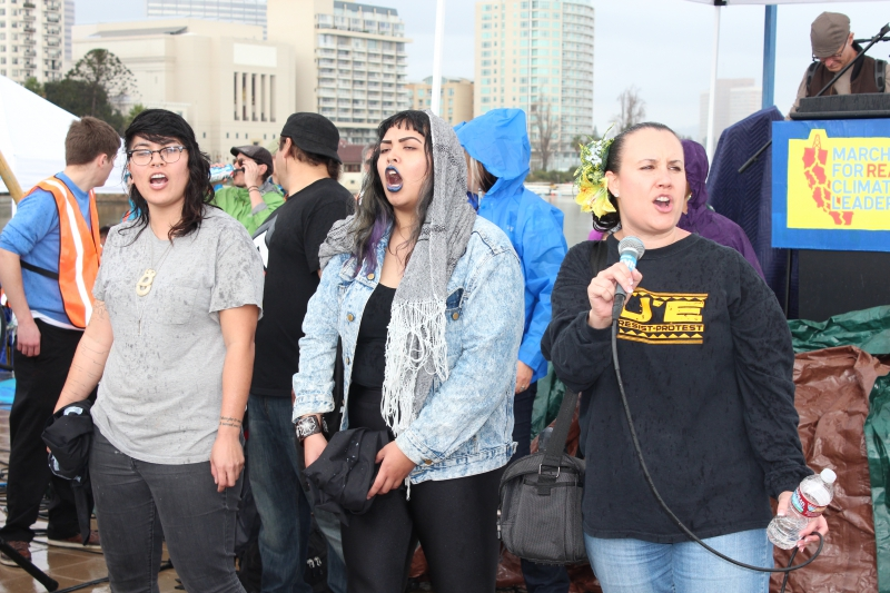 800_singing_at_the_climate_leadership_rally.jpg