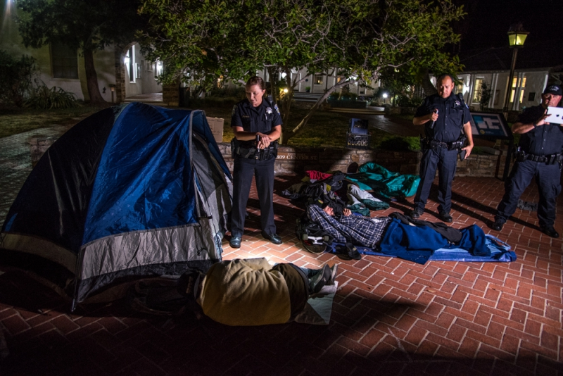 800_sleep-out-1-santa-cruz-city-hall.jpg original image ( 1000x668)