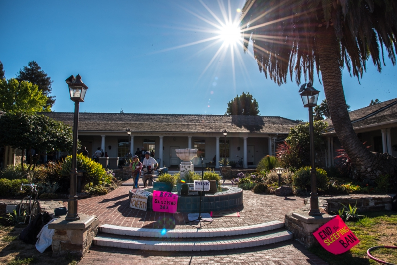 800_sleep-out-2-santa-cruz-city-hall.jpg original image ( 1000x668)