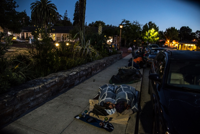 800_sleep-out-26-santa-cruz-city-hall.jpg original image ( 1000x668)