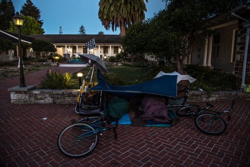 800_sleep-out-27-santa-cruz-city-hall.jpg original image ( 1000x668)