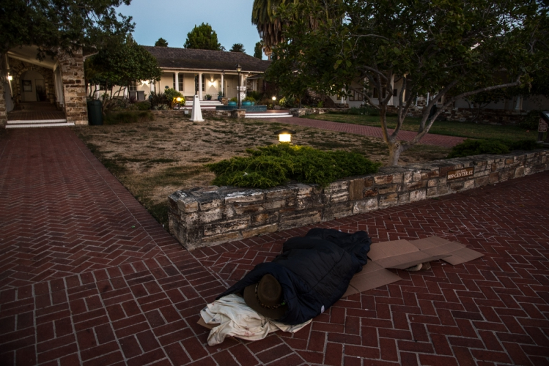 800_sleep-out-28-santa-cruz-city-hall.jpg original image ( 1000x668)