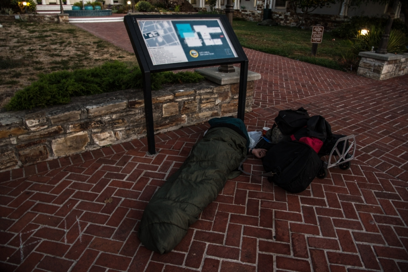 800_sleep-out-29-santa-cruz-city-hall.jpg original image ( 1000x668)