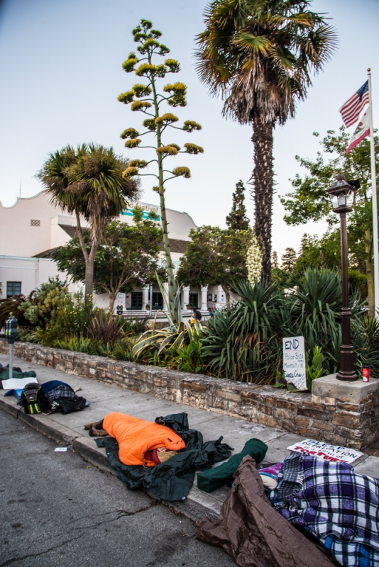 800_sleep-out-31-santa-cruz-city-hall.jpg original image ( 668x1000)