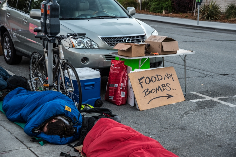 800_sleep-out-32-santa-cruz-city-hall-food-not-bombs.jpg original image ( 1000x668)