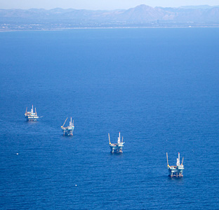 off_shore_oil_rigs_ca_drew_bird_photo155.jpg